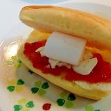 苺ジャムとサワークリームとマシュマロのプチパン