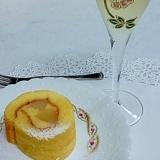 桃とカスタード・クリームのふわふわロールケーキ