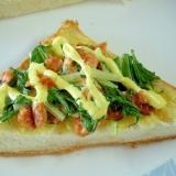 お夜食に!みず菜と鮭フレークのマヨトースト♪