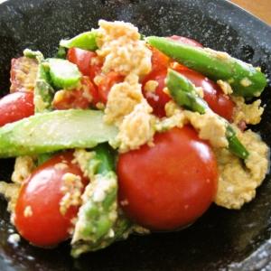 トマトとアスパラの卵炒め