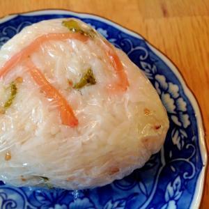 きゅうりのピクルスと紅生姜のおにぎり