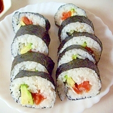 スモークサーモンとアボカドの巻き寿司