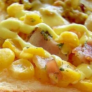 コーン、ベーコン、チーズのトースト