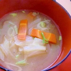 キャベツと人参の味噌汁