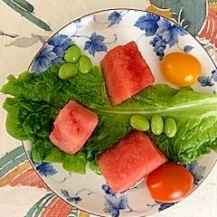 サンチュ、西瓜、枝豆、ミニトマトのサラダ