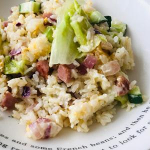 サラダの余りで*きゅうりと赤玉葱のレタスチャーハン