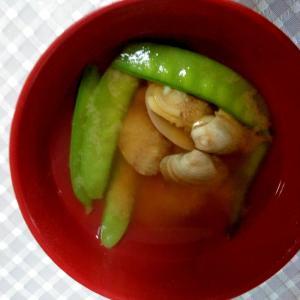 素朴♪アサリとサヤエンドウの味噌汁
