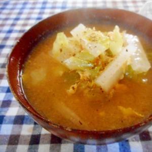 大根とキャベツと卵の黒コショウ味噌汁
