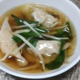 海老水餃子とニラともやしのスープ☆