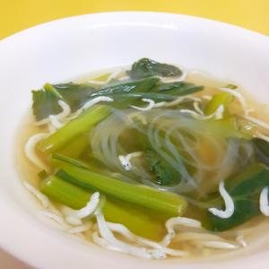 簡単ヘルシー!小松菜と豆腐の生姜風味鶏ガラスープ♪