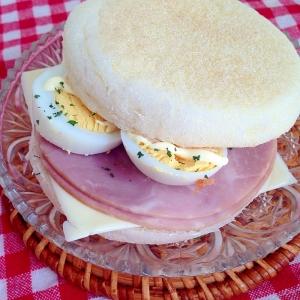 ハムとゆで卵のイングリッシュマフィン♡