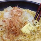 袋麺アレンジ(^^)オニオンスライス&かつお節♪