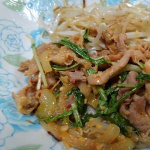 モヤシたっぷり…豚肉の味噌漬け焼き