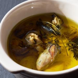 ハーブ入り、牡蠣のオリーブオイル煮込み