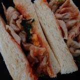 鶏皮と野菜のケチャップサンド