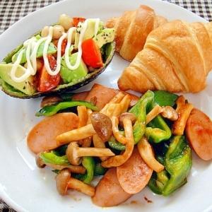 魚ニソとピーマン炒めとアボカドサラダのワンプレート
