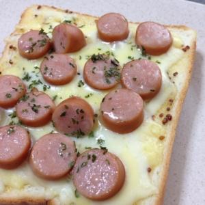 ウインナーとチーズのトースト