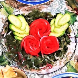 【トマトのヒイラギと海藻のクリスマスリースサラダ】