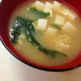 わかめと玉ねぎと豆腐のお味噌汁