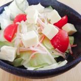 レタスとベビーチーズとミニトマトとカニカマのサラダ