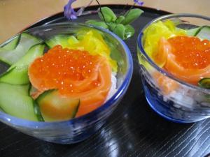 七五三にイクラとサーモンのカップ寿司で祝う