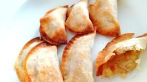 簡単!オーブンで作る餃子の皮でアップルパイ☆