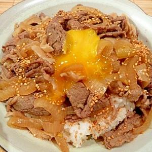 切り方変えるだけ!「玉ねぎシャキシャキ☆牛丼」
