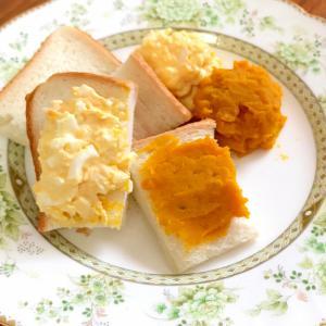 かぼちゃクリームと卵ペーストトッピングのトースト