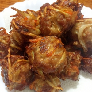 豚こま切れ肉と根菜のまんまる揚げ