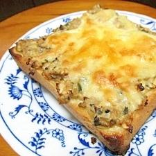 残り物で簡単!とろ~りチーズの餃子トースト♪