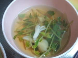 豆苗とマイタケの和風スープ
