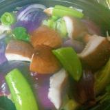 赤玉ねぎスナップエンドウ椎茸の彩りサラダ