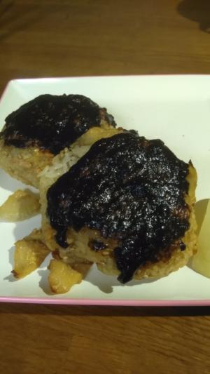 筍ご飯の焼きオニギリ 梅海苔風味!