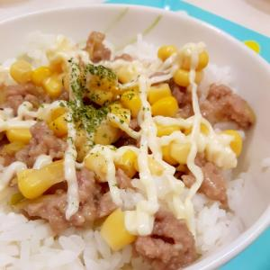 肉味噌で(^^)簡単コーン缶のマヨネーズ丼♪
