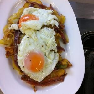 スペインの家庭料理『ブロークン エッグ』