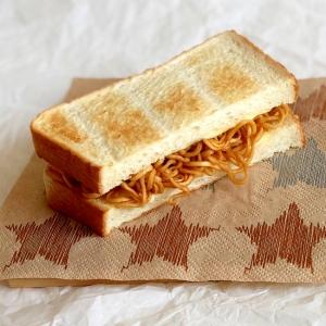 辛い焼きそばで 焼きそばチーズ サンドイッチ ♪