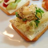 タルタルで ポテトサラダと葱の焼きクラッカー