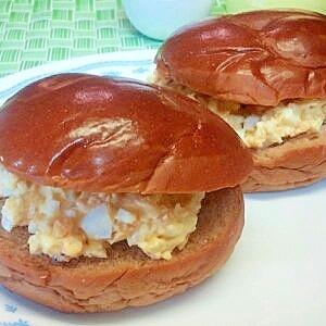 黒糖パンの卵サンド