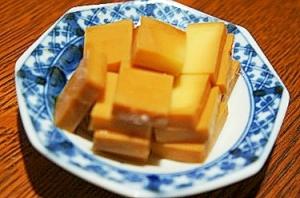 切って浸けるだけの最強肴、チーズの醤油漬け