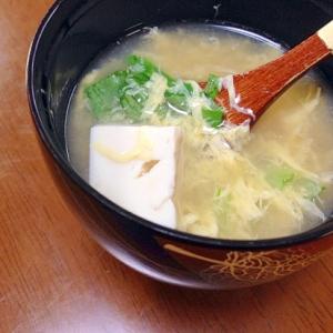 水菜と豆腐と卵のお吸い物