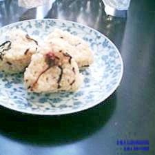 桜の花と昆布の混ぜご飯おにぎり
