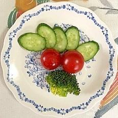 胡瓜、ミニトマト、ブロッコリーのサラダ