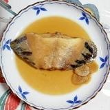 生姜を入れて、黒カレイの煮つけ