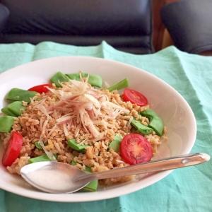 大豆ミートのタイ風そぼろを使ったサラダごはん