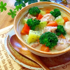 丸ごとブロッコリーと★皮ごと野菜の豆乳スープ