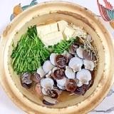 イカのだんご丸を入れて、稚貝と真鱈の鍋物