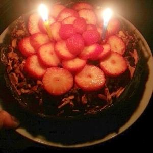 苺とナッツのココアクリームケーキ*.デコレーション