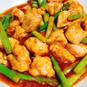 鶏肉とアスパラのレッドカレー炒め