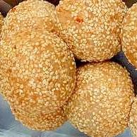 サトイモでふわふわのゴマ団子