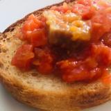 ローストポークのトマト煮で♡ガーリックトースト